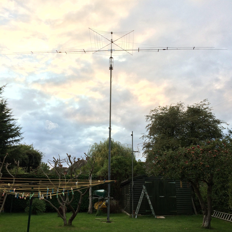Mast with Dipole and Cobwebb